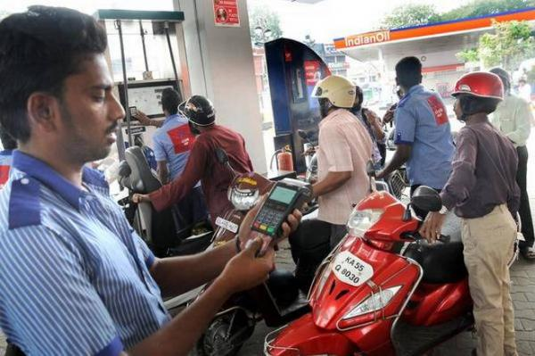 Customers won't have to pay transaction fees at petrol pumps, assures govt