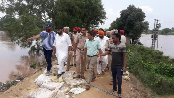Sangrur DC, SSP take stock of Ghaggar; assure breach in the river will be plugged soon