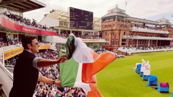 After being trolled, Akshay Kumar apologises for holding Indian flag upside down