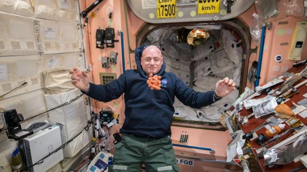 After spending a year in space, astronaut Scott Kelly announces retirement