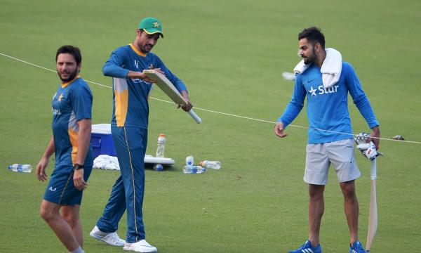 Pakistan gear up for the big match, Kohli presents Amir with a cricket bat