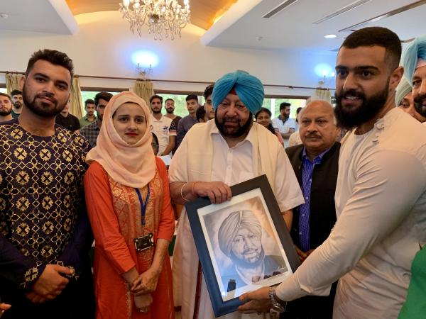 Punjab CM hosts Kashmiri students in state for lunch