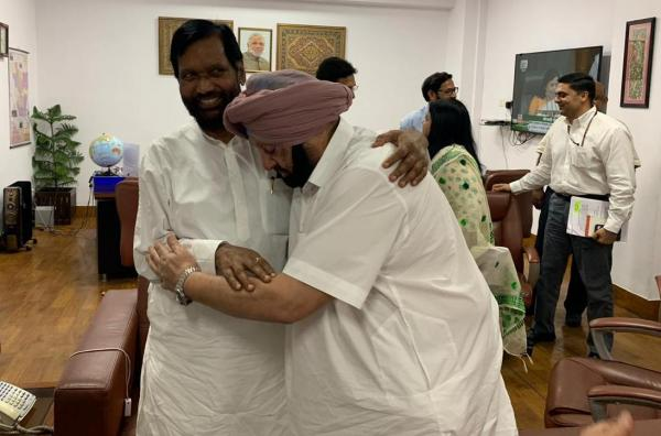 Paswan accepts Amarinder's suggestion for joint meeting with FM