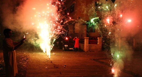 SC declines blanket ban, allows to burst firecrackers for two hours on Diwali, 35 minutes on New Year's eve