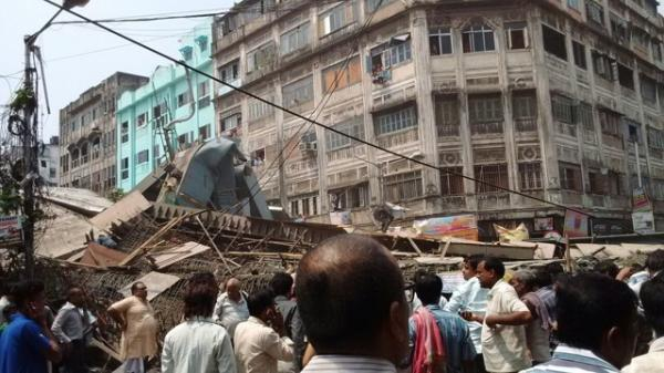 Flyover collapses in Kolkata