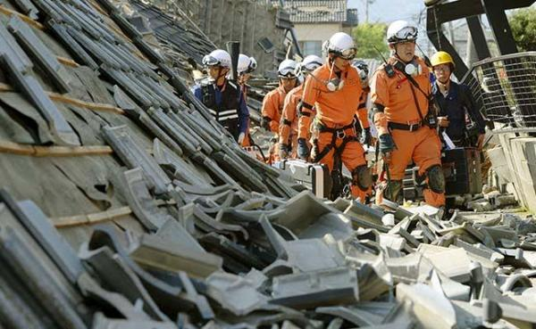 Japan quakes kill at least 29; rescuers rush to free trapped