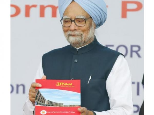 Students should not isolate themselves from events in world: Manmohan Singh