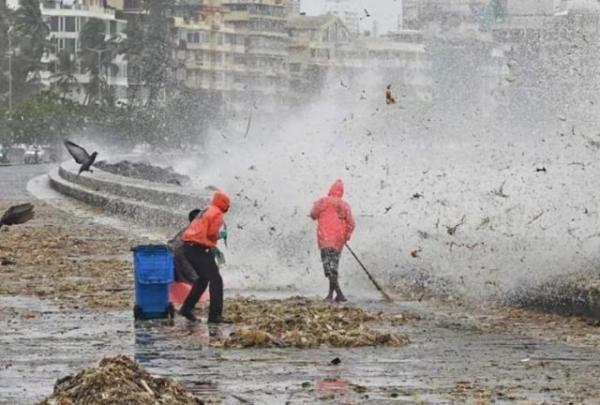 'Thanks, but no thanks,' says the sea and spews back 2,15,000kg trash back at Mumbai