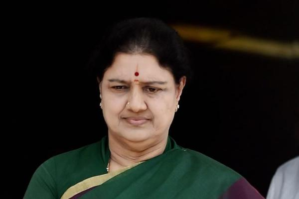 BREAKING NEWS: Strange things happen in Tamil Nadu - Now, SC bench to deliver two judgements in Sasikala case