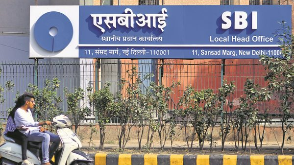 SBI cuts interest rates on savings accounts; Waives average bonthly balance requirement