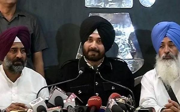 Sidhu's reverse sweep:Awaaz-E-Punjab Not A Party; don't want to benefit Badal-Amarinder nexus