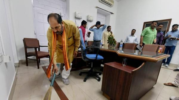 After CM Adityanath's cleanliness push; UP minister picks up broom, cleans office